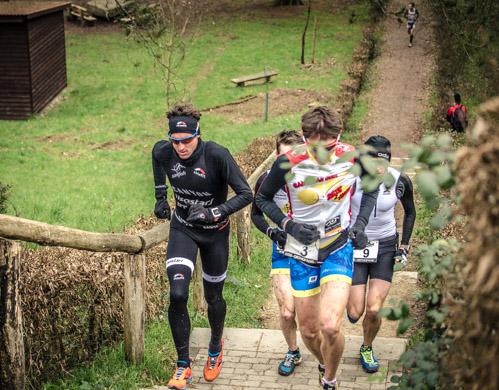 Boris Stein erklimmt die Treppe wärend des Crosslaufs